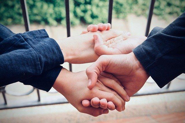 ręce altruista