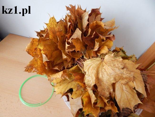 jesienne zebrane na spacerze liście