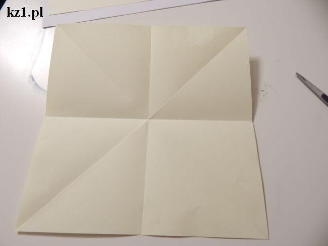 kwadratowa kartka pozaginana