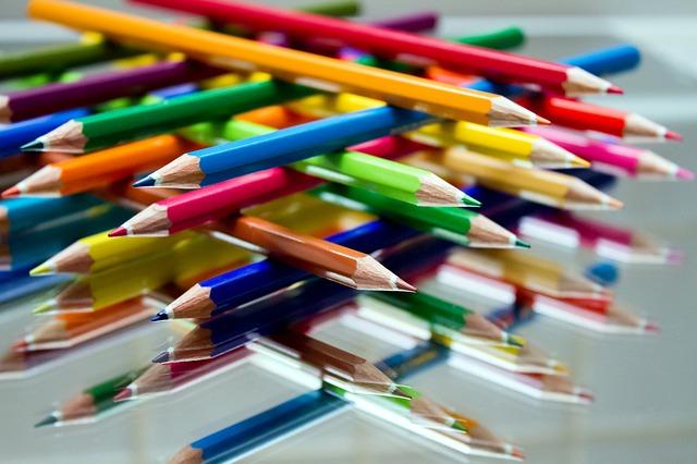 kredki drewniane ołówkowe