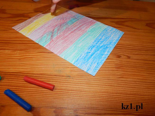 kartka zamalowana świecowymi kredkami
