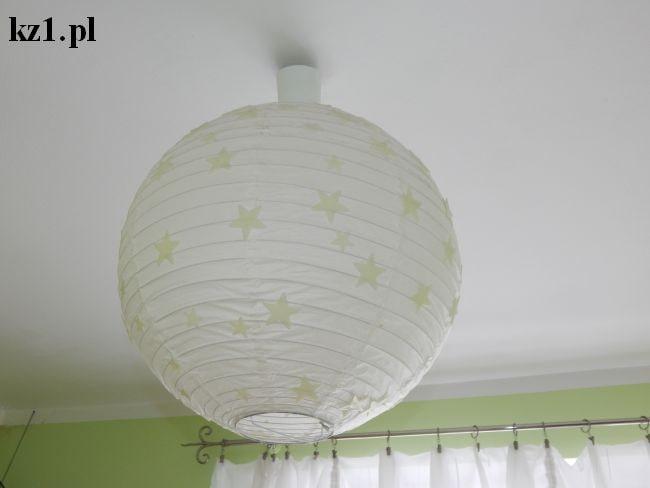 gwiazdki fluorescencyjne na lampie