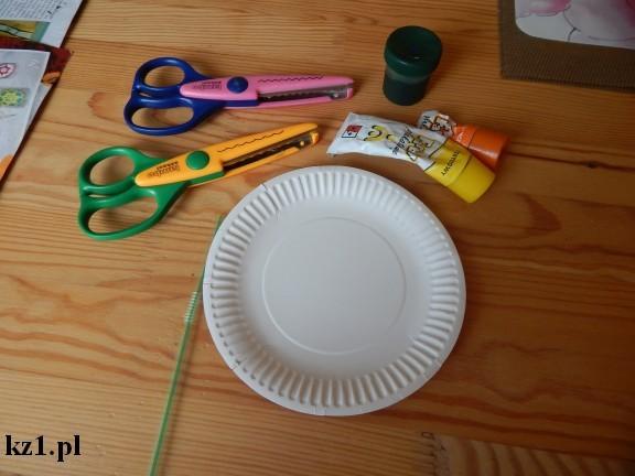 talerz papierowy i przybory do zrobienia laurki