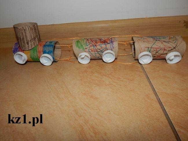 pociąg z rolek po papierze toaletowym