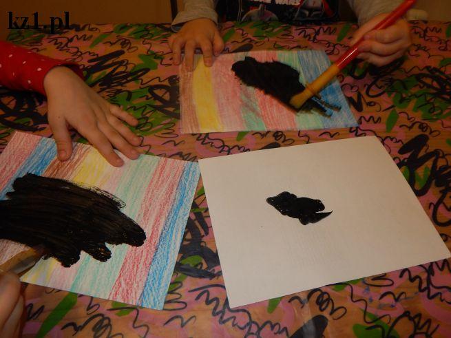 malowanie kartki na czarno