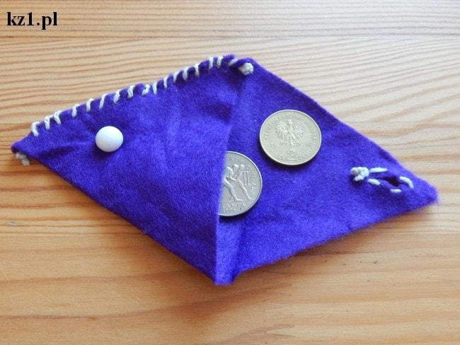 malutki portfelik na drobne z filcu