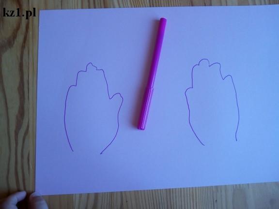odrysowane dłonie dziecka na kartce