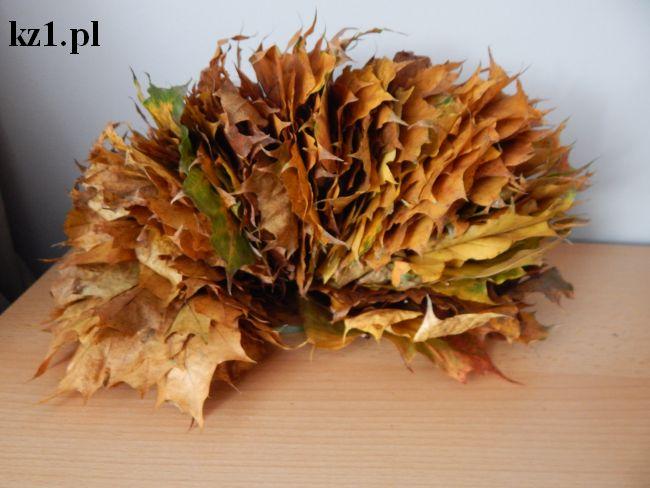liście nawleczone na żyłkę