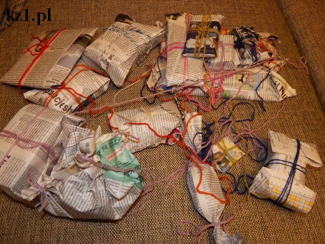 prezenty zapakowane w gazetę