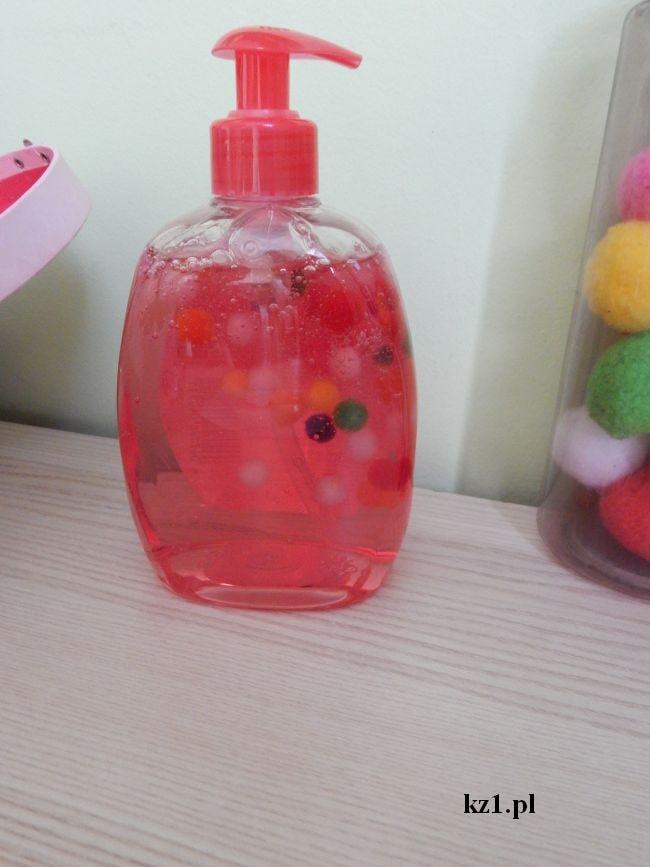 mydło w płynie z pomponami