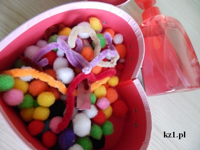 kolorowe pomponiki i mydło