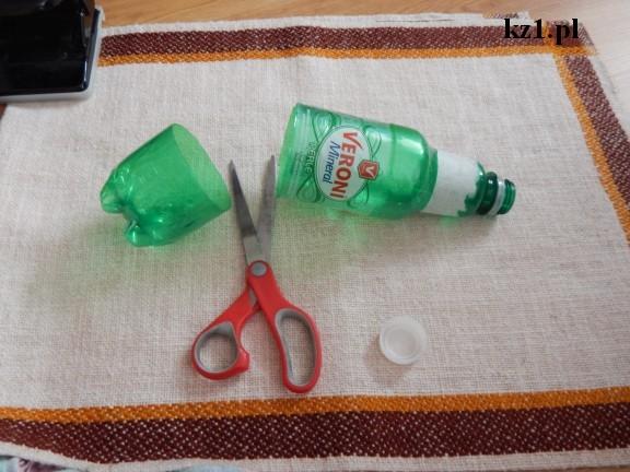 zielona butelka i nożyczki