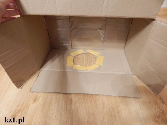 dziura w pudełku oklejona taśmą dwustronnie klejącą