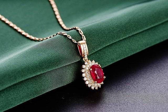 kamień szlachetny rubin