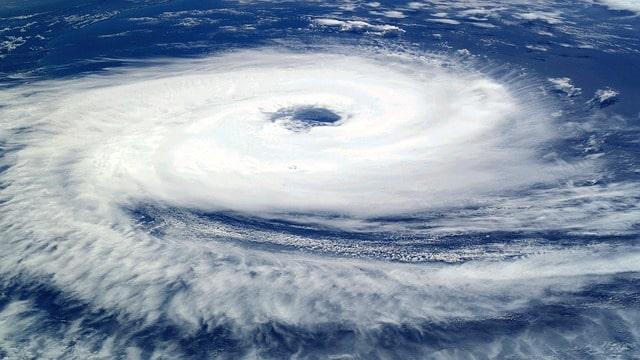 cyklon baryczny