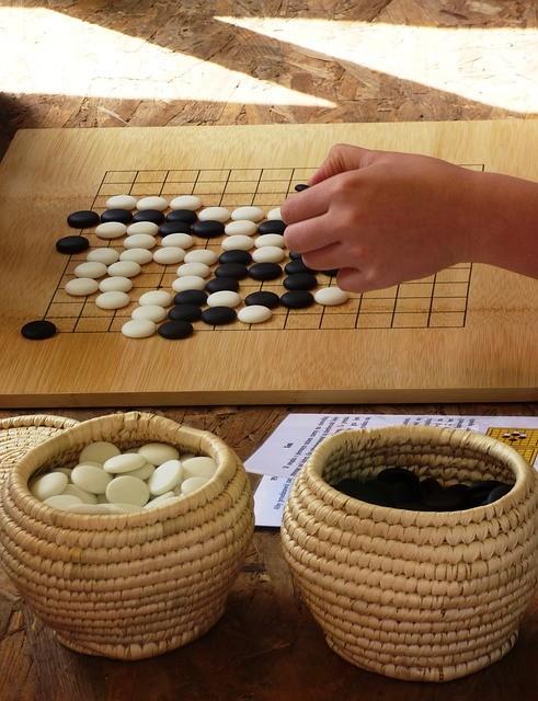 plansza do gry Go z kamieniami