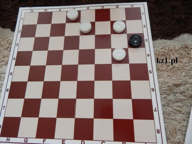 gra w wilka i owce na szachownicy