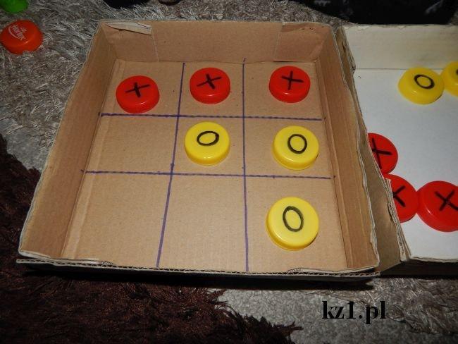 gra w kółko i krzyżyk - wygrywają krzyżyki