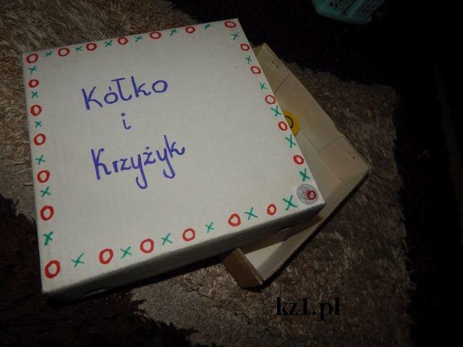 pudełko do gry w kółko i krzyżyk