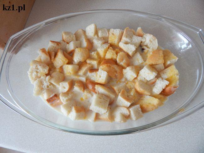 zalane mlekiem i cukrem skórki od chleba