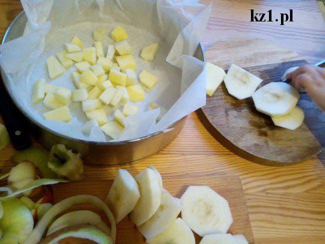 krojenie jabłek w kostkę