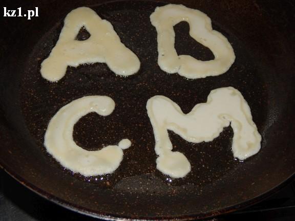 litery z ciasta naleśnikowego