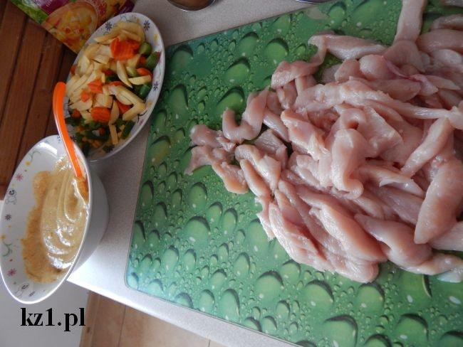 kurczak warzywa i curry z jogurtem