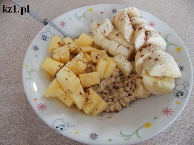 owsianka z bananem jabłkiem i kakao