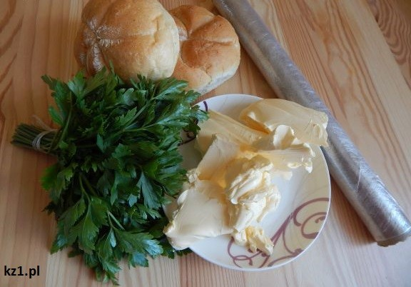 składniki na masło pietruszkowe