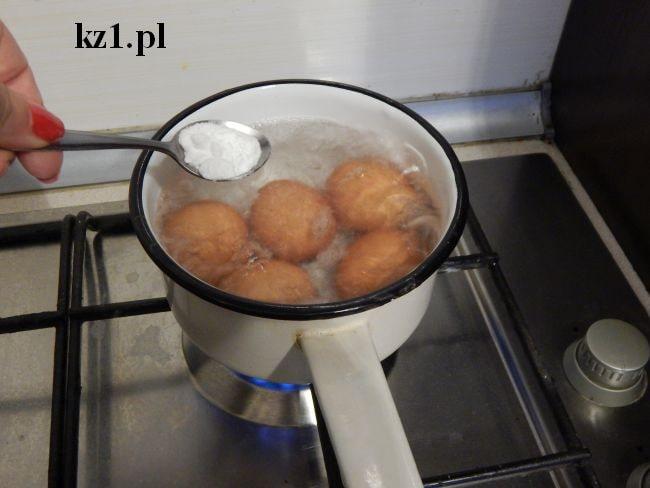 soda oczyszczona dodana do jajek