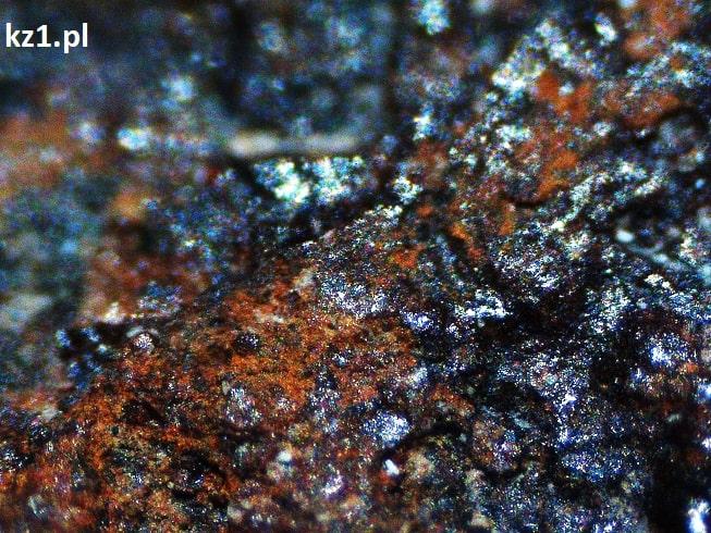 meteoryt kamienny pod mikroskopem