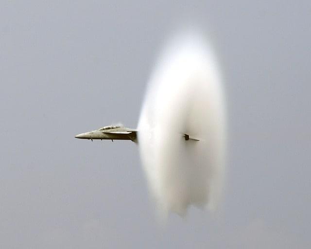 oblok prandtla-glauerta w okół samolotu