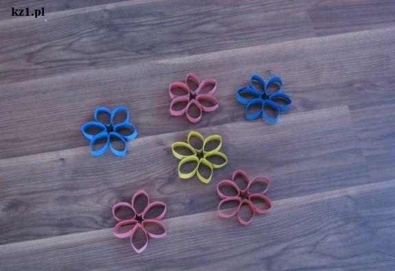 kolorowe kwiatki z ręcznika papierowego