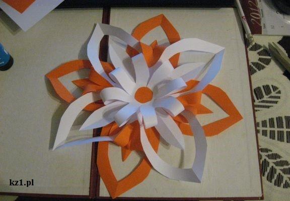 pomarańczowo-biały kwiat gwiazda z origami
