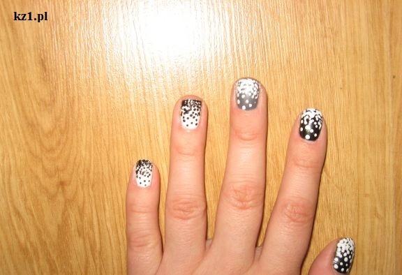 paznokcie w białe i czarne kropki