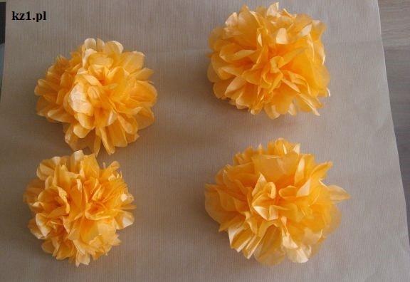 kwiaty z prasowanej bibuły pomarańczowe