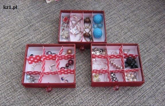 trzy szufladki z przegródkami