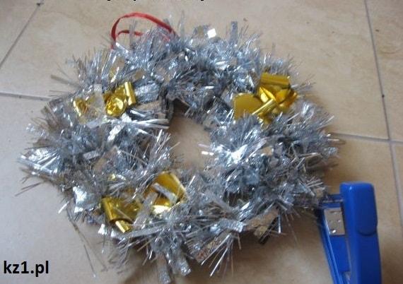 wieniec bożonarodzeniowy na drzwi