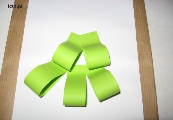 choinka z zielonych pasków