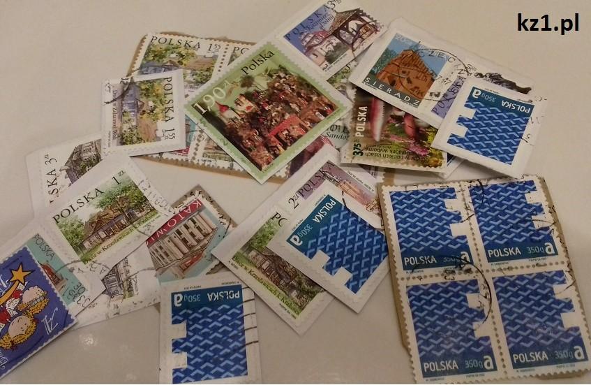znaczki przyklejone do kopert