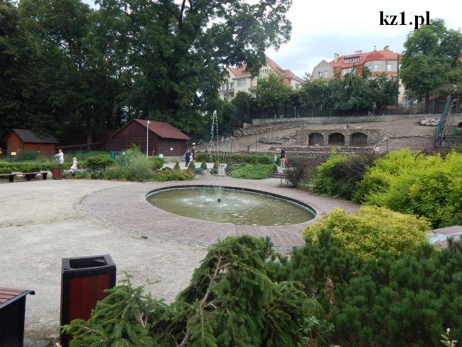 fontanna w ogrodzie zoobotanicznym w toruniu