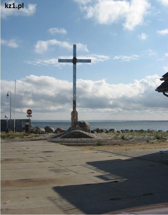 krzyż w porcie rybackim w kuźnicy