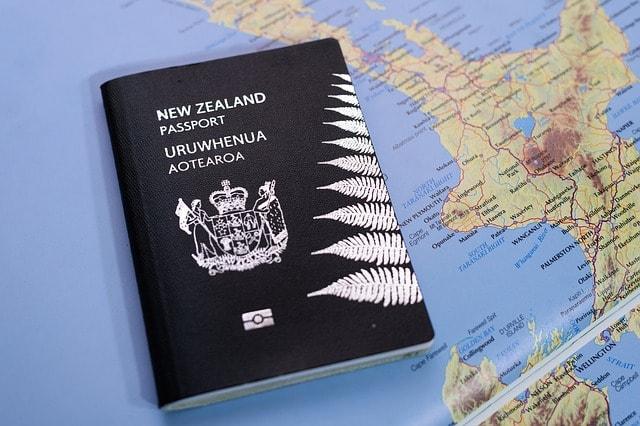 czarny paszport