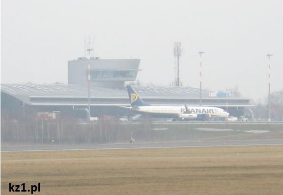 lotnisko w w łodzi z samolotem rynair