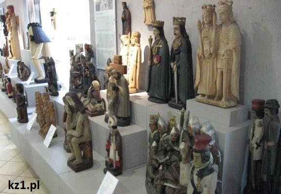 rzeźby w skansenie