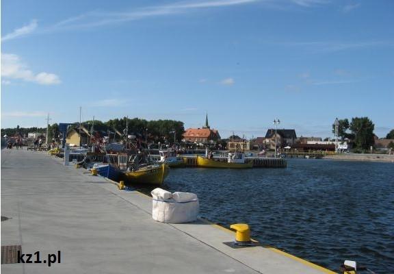 statki i łodzie w porcie rybackim w kuźnicy