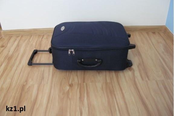 walizka spakowana na wyjazd