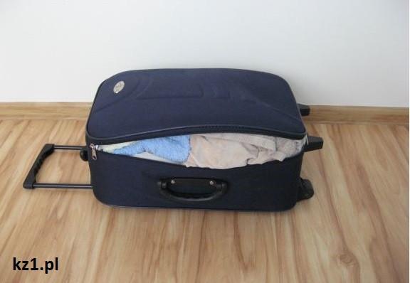 niedomknieta walizka