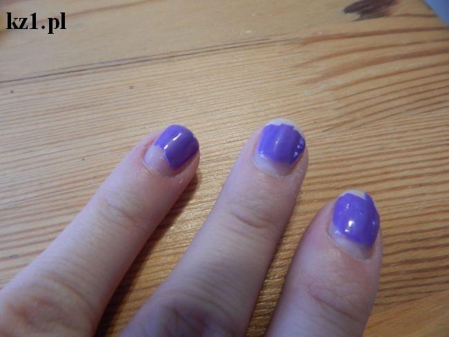odpryskany lakier hybrydowy na paznokciach